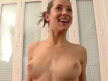 Spanisches Baby 18 Jahre alt fickt in hausgemachtem Porno-Video