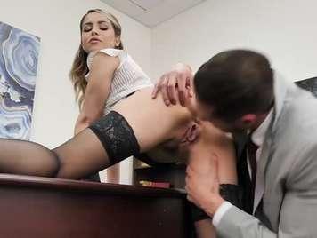 Secretaria folla con su nuevo compañero de trabajo