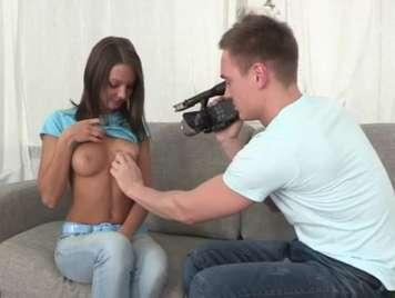 Primer casting a una chica inocente