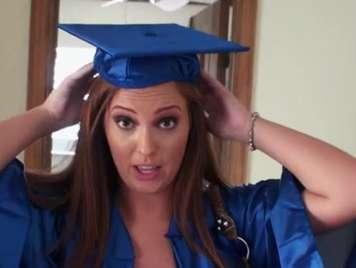 Universitaria recien graduada quiere sexo fuerte