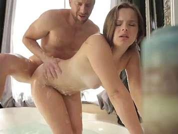 Cazzo una ragazza sotto la doccia
