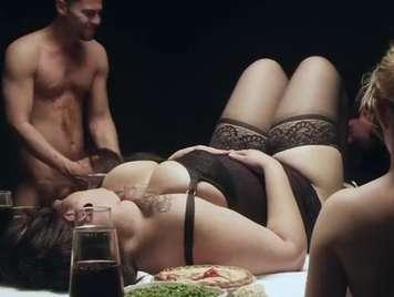 Swingers una cena con carne cruda sexo duro