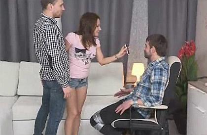 Marido en silla de ruedas engañado por la esposa porno Marido Infiel Atado A Una Silla Y La Mujer Lo Castiga Dejandose Follar Por Otro Hombre