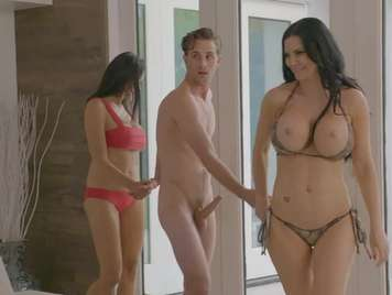 Peliculas porno en español lun chico dos chicas Trio 2 Chicas 1 Chico Videos Porno