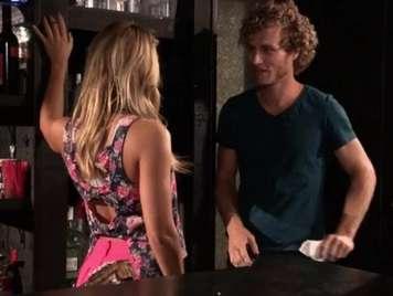 Publico sexo en la barra del bar con la camarera