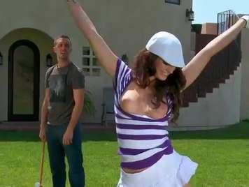 Deportista entrenador se folla a la golfista