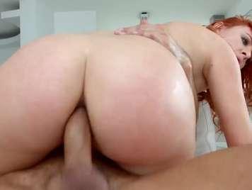 Sexo anal con pelirroja y su culazo