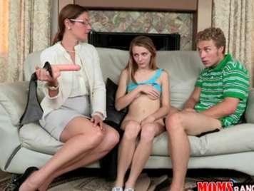 Mutter und Tochter in einem Familientreffen