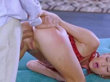 Blonder Anal-Sex mit Geschäftsmann