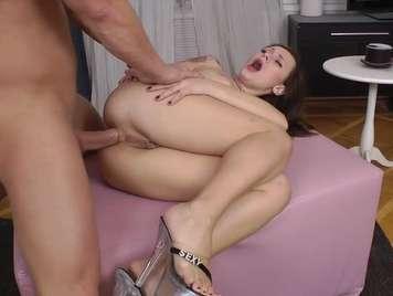 Mädchen hatte nicht erwartet, in den Arsch gefickt zu werden