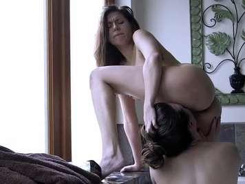 La passione di due giovani belle lesbiche