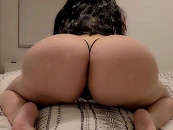 Puta latina con culazo y grandes tetas de silicona