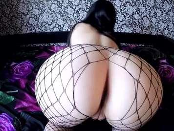 Las nalgas de una esposa en lencería erótica