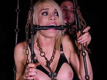 Sexsklavin heftig in den Arsch gefickt