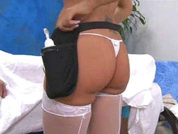 Capri Cavani, perfect massage in thong