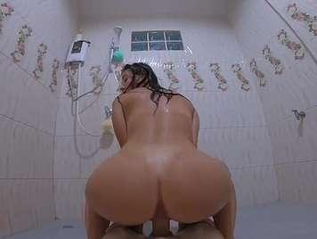 Sexuelles Mädchen Dusche mit 18