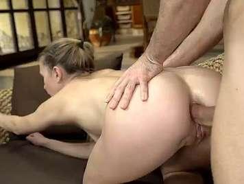 Godendo di sesso anale con ragazza di 18 anni