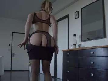 Viciosa amateur juega con su culo en anal