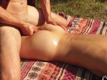 Gran follada en camping público al sol