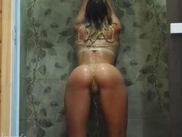 Guter Amateursex in der Dusche
