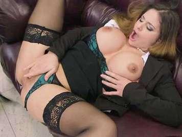 Geile Sekretärin Analsex mit großen Brüsten