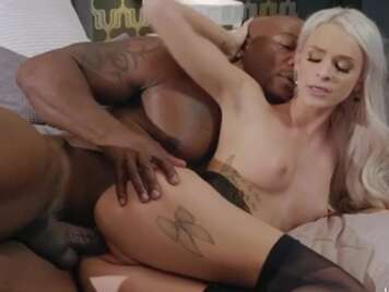 Interracial Black Fucks Bionda Pija con lingerie