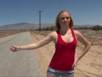 Troia autostoppista nel deserto