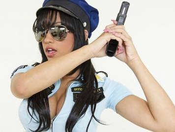 Abella Anderson is the police of your dreams