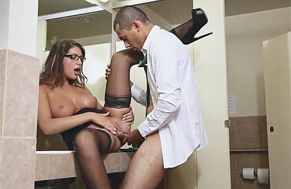 sex girl bathroom