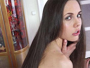 chica de 18-19 años tiene sexo anal