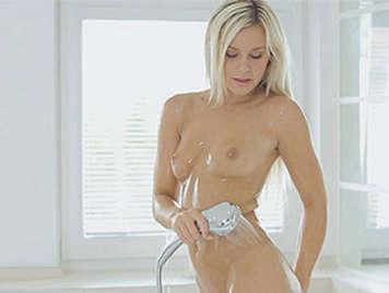 En una ducha sensual