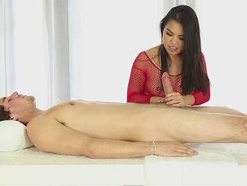 Servicio masaje semen en la boca