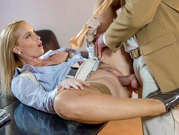 Effiziente Sekretärin ficken lassen die feje