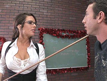 La profesora tetona Avluv quiere sexo duro con su alumno