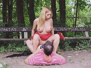 Busty blonde decides to have sex in a public park