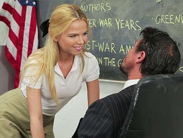 Alumna adolescente de 18 años seduce a su profesor