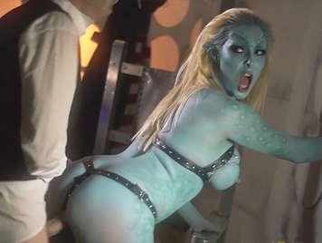 Doctor Who, fucking a beautiful busty alien girl putting his huge cock to calm his anger and cum into his mouth to placate his thirst for revenge