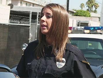 Follando a una puta mujer policia que le encanta que le for Videos porno sexo en la oficina