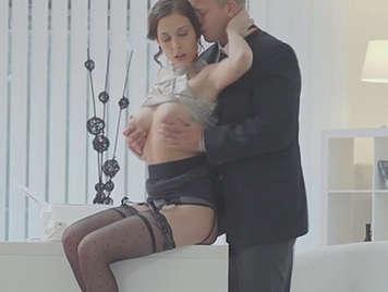 Polvo sensual en la oficina entre el jefe y su secretaria