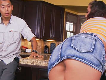 Hot girl with super ass seduces the plumber and fucks him