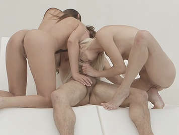 Threesome sexual Lesson With Hot girls