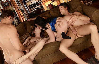Fiesta sexual privada con intercambios de parejas