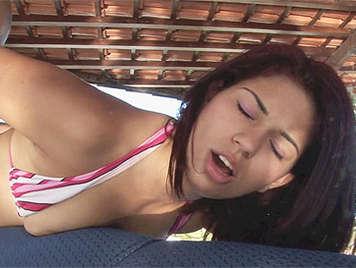 Follando el culo a una jovencita brasileña