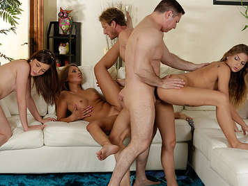 Swingers orgy at home than three single friends who have just their bodies covered with sperm