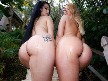 Jenna y Katrina exhibiendo sus impresionantes culazos