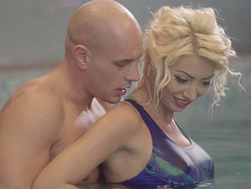 Busty milf Victoria Summers fucked at the pool